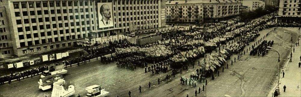 Первомайская демонстрация на Октябрьской площади, 1977 год.