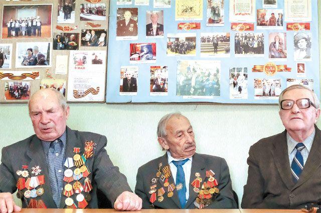 Урок мужества в школе района ведут члены Совета ветеранов Солнцева.