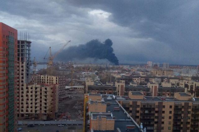 Огонь распространился на 5 тыс. кв. метров.