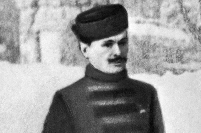Первый из русских спортсменов, получивших золотую олимпийскую медаль на IV Олимпийских играх в Лондоне фигурист Николай Панин-Коломенкин.