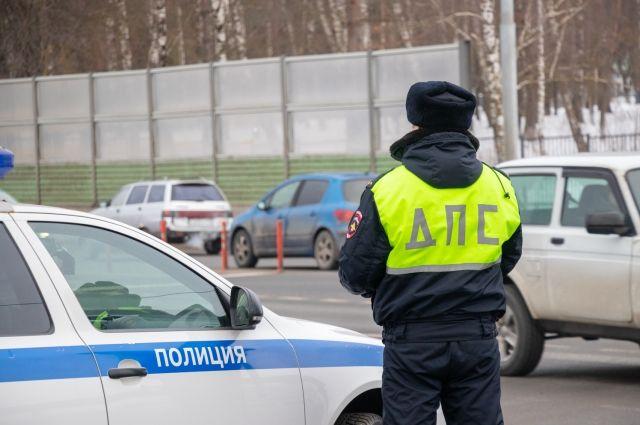 Пермские автомобилисты, которые проезжали место ДТП, жалуются на разбросанные по проезжей части запчасти автомобиля.
