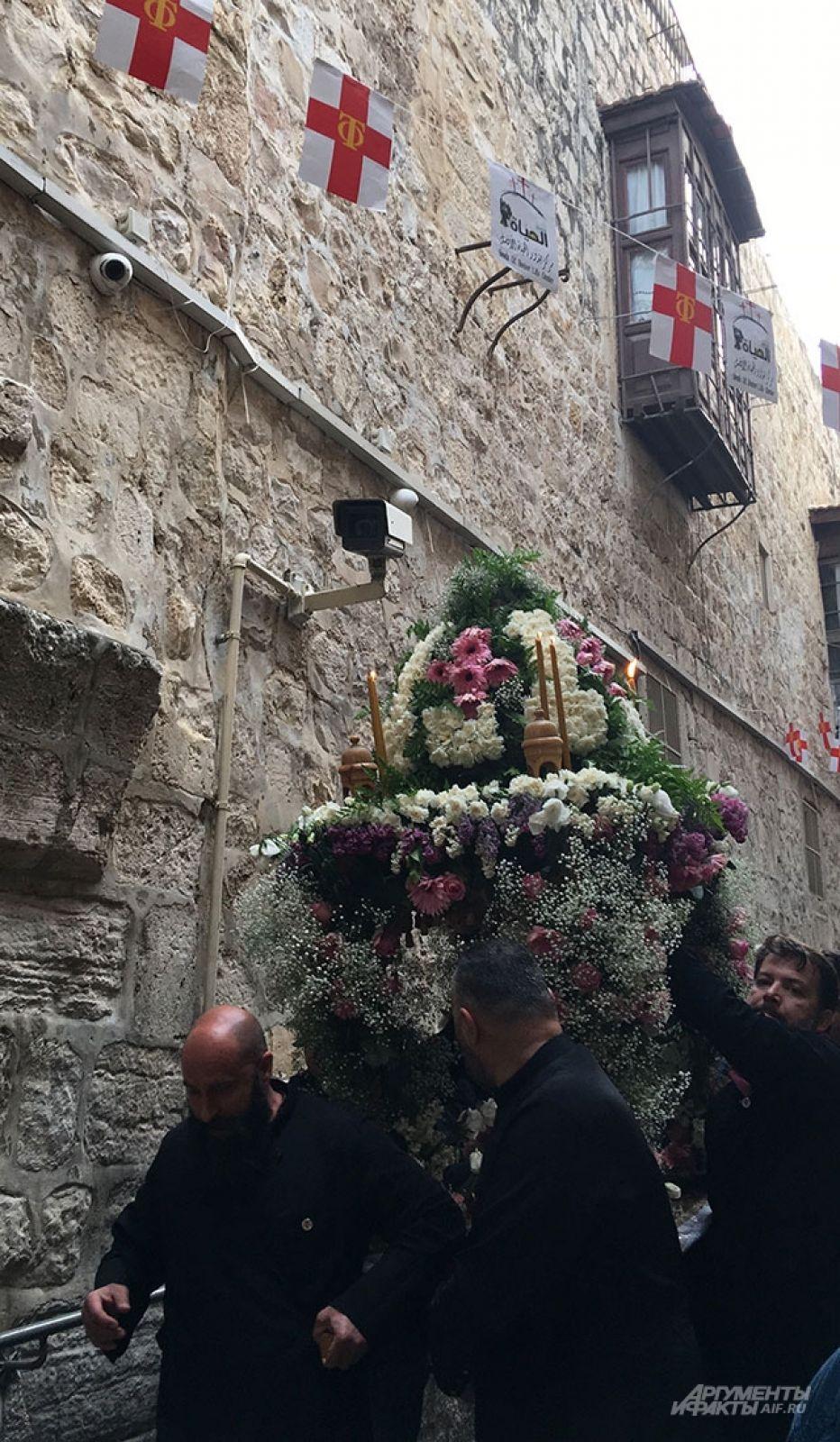 Одна из пасхальных процессий в Старом городе.
