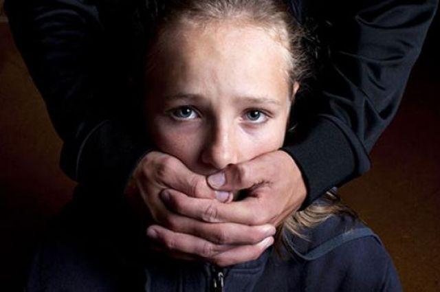 В Донецкой области мужчина развращал 15-летнюю падчерицу