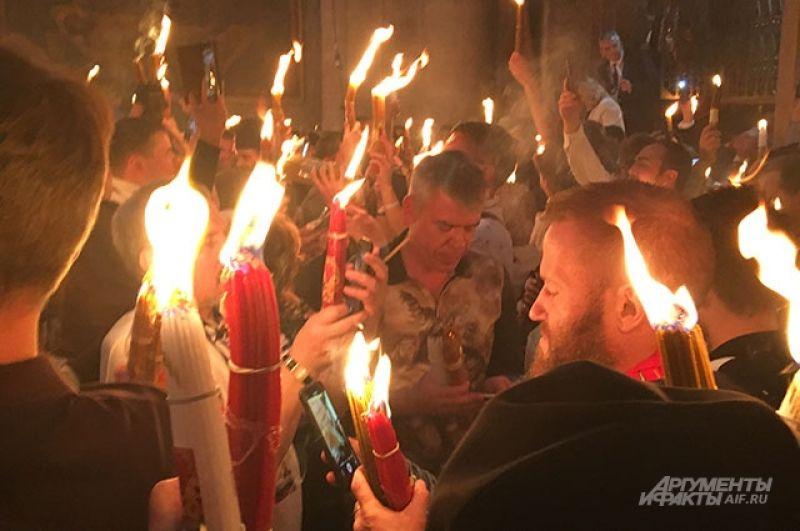В Москву огонь доставит делегация Фонда Андрея Первозванного спецбортом вечером в субботу.