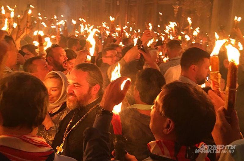Благодатный огонь сошёл в храме Гроба Господня.