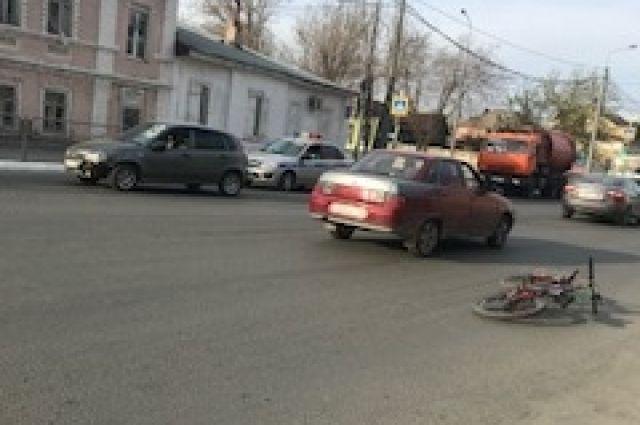 В Оренбурге в ДТП пострадал ребенок на велосипеде.
