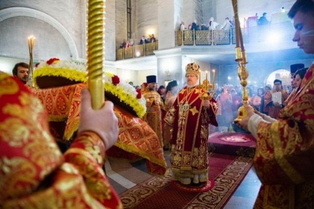 В храме Рождества Христова митрополит Красноярский и Ачинский Пантелеимон поздравил прихожан с праздником светлой Пасхи