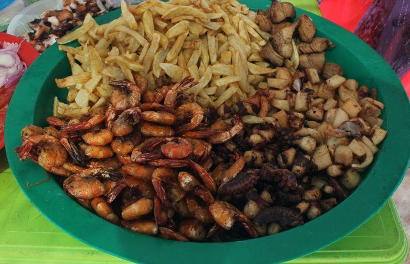 Блюдо из морепродуктов.