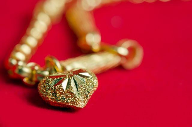 Хабаровчанка написала заявление на бывшего за кражу золота.