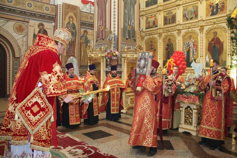 В течение всей недели в  храмах города будут проходить праздничные службы, посвящённые Светлой Пасхе.
