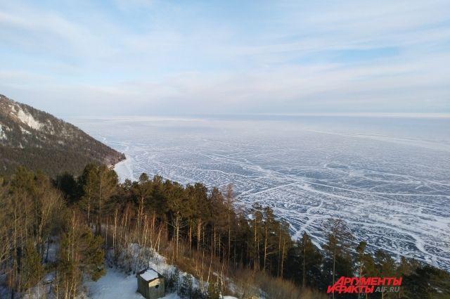 Лёд на Байкале истончается ежечастно.