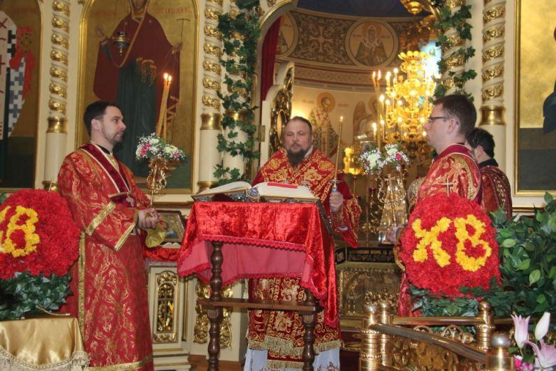 Торжественное Пасхальное богослужение.