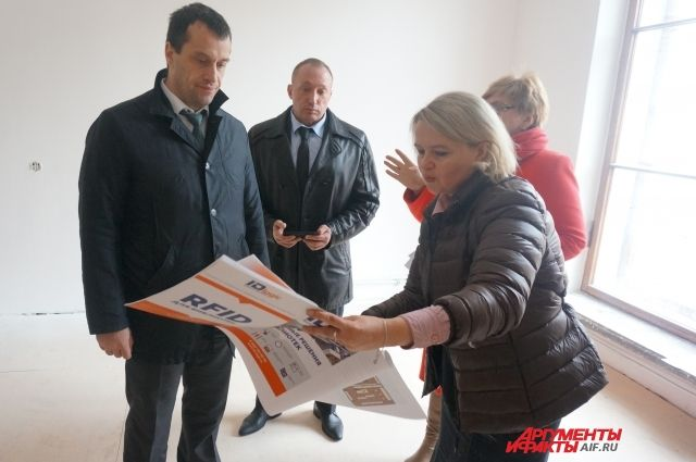 Сенатор Эдуард Исаков побывал в музыкальной школе, ДК им. Солдатова и городской филармонии.