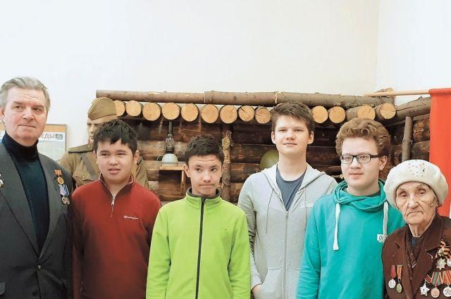 Активные члены Совета ветеранов района на встрече со школьниками Котловки.