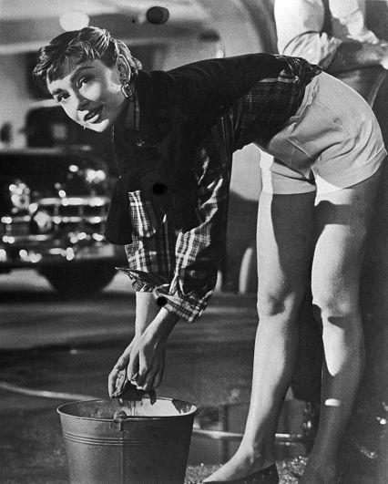 Затем она снялась в фильме «Сабрина» с Хамфри Богартом и Уильямом Холденом. С последним у нее завязался роман. Одри надеялась выйти за него замуж и иметь детей. Но этого не случилось: после того как тот признался ей, что перенёс вазектомию, Хепберн прервала их отношения.