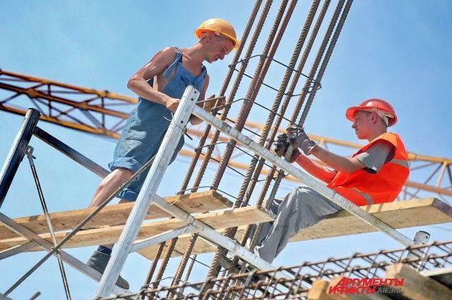 Строители-высотники в зоне риска.