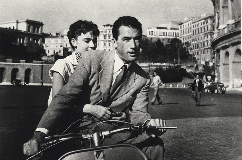 В 1953 году ей предложили главную роль в голливудском фильме «Римские каникулы», где ее партнером стал Грегори Пек, и за которую она получила «Оскар». Ходили слухи об их романе, оба категорически их отрицали. Хепберн говорила: «Вообще-то надо быть немного влюбленным в своего партнера и наоборот. Если вы собираетесь изображать любовь, вам надо чувствовать ее. Иначе ничего не получится. Но не обязательно уносить ее за пределы сцены».