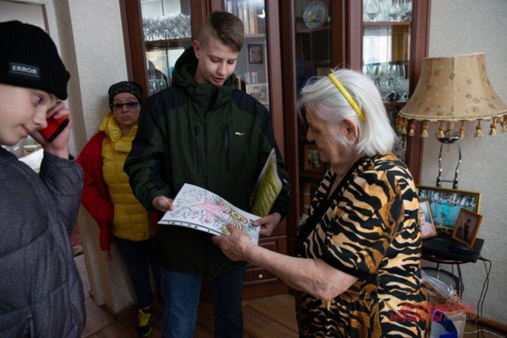 Когда началась война, Антонине Эммануиловне Манжула было 12 лет. Здесь, в Сибири, боев не было, но на трудовом фронте порой приходилось не легче, чем на войне.