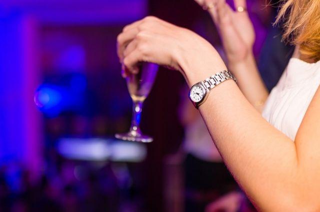 В районе некоторых улиц купить спиртное можно будет только в общепитах, но только при условии, что оно будет выпито в заведении.