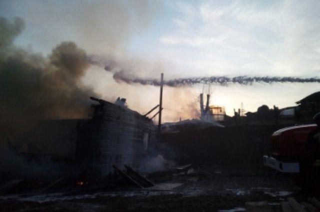 Пожару был присвоен повышенный номер сложности.