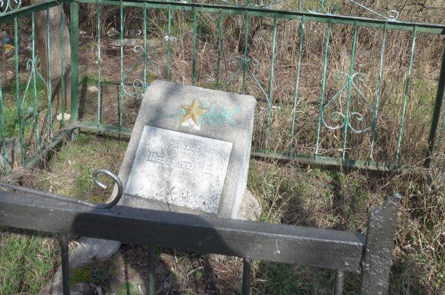 Могила на симферопольском кладбище на улице Беспалова.