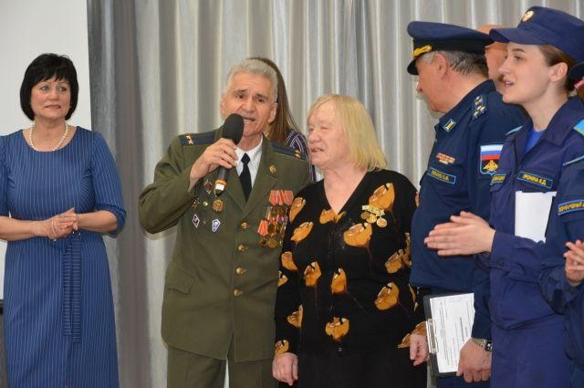 Исполняя главную песню великого праздника - «День Победы».