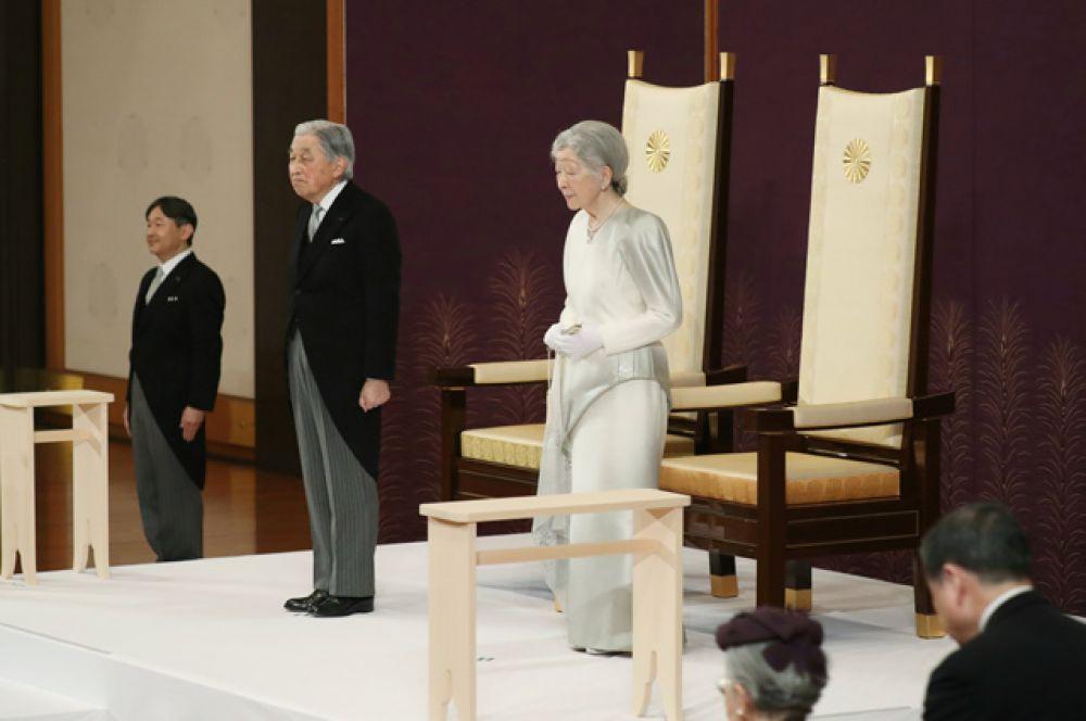 Император Японии Акихито и императрица Мичик.