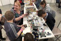 В Ханты-Мансийске более тысячи детей и родителей собирали конструкторы