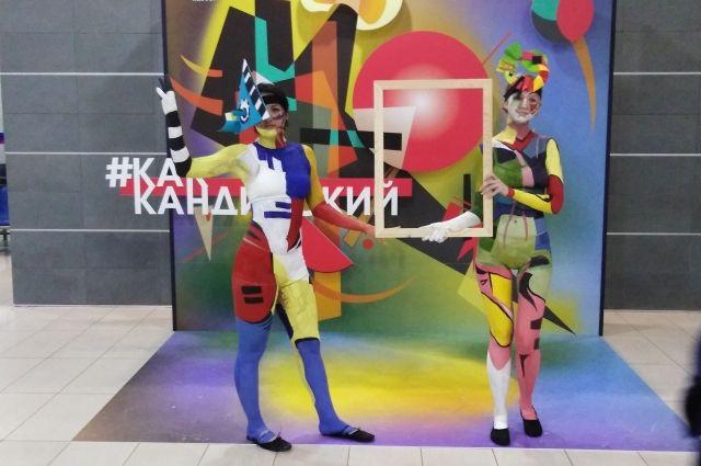Коллекционер из Сантк-Петербурга привёз ростовчанам 60 оригинальных графических работ Василия Кандинского.