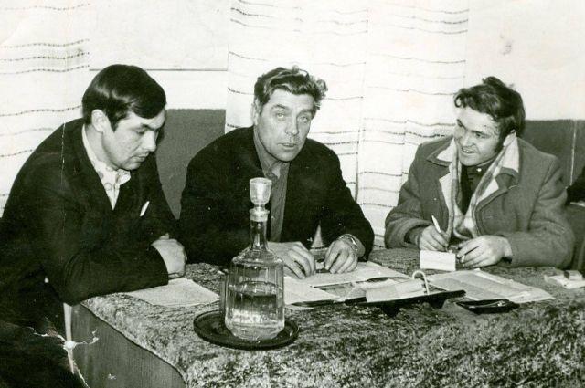 Ручка и блокнот - главное оружие газетчика советских времен.