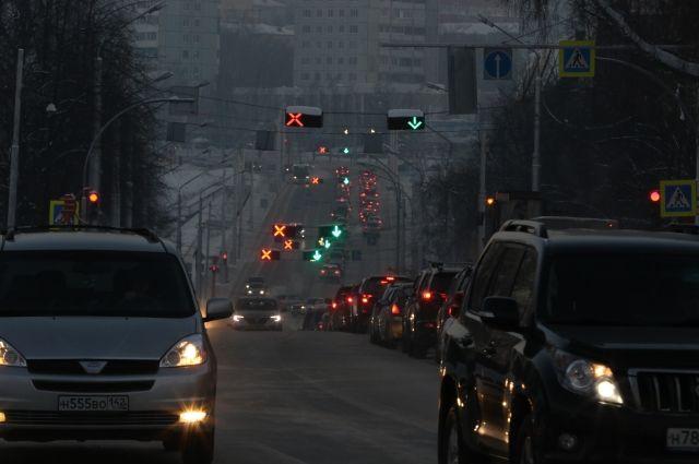 Светофор на пересечении проспекта Советского и улицы 50 лет Октября 9 мая будет работать в режиме «желтый мигающий».