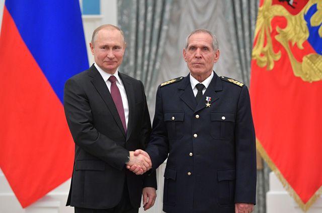 Владимир Путин наградил Сергея Антонова.