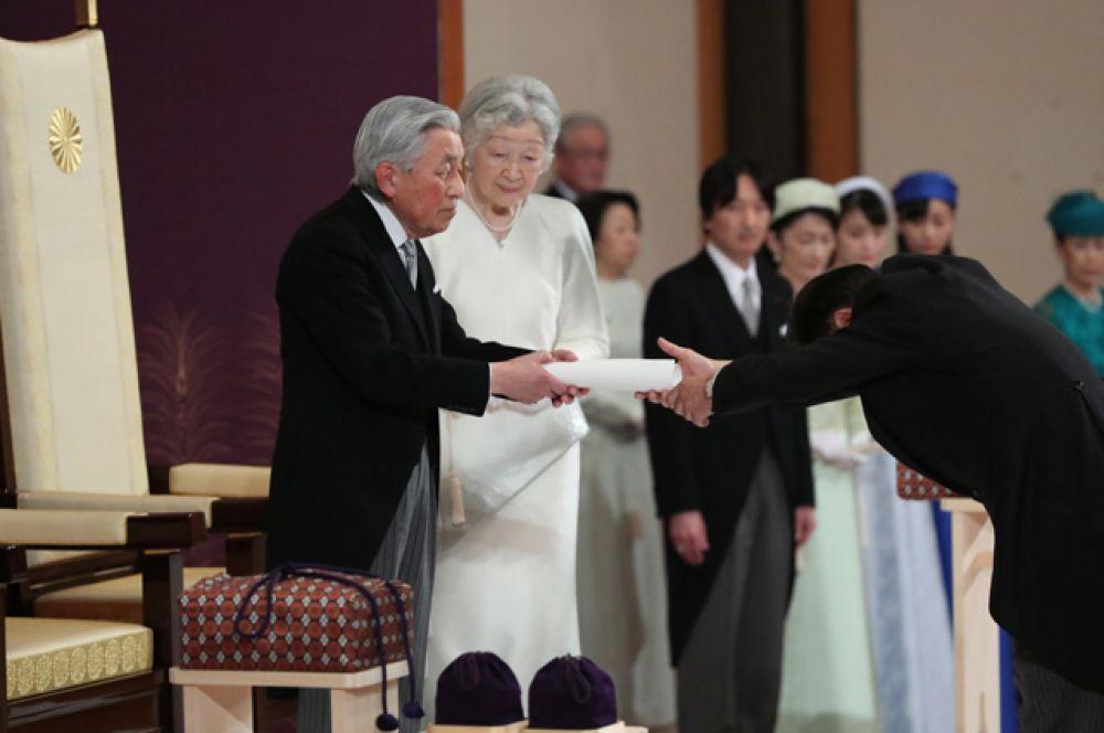 Император Японии Акихито и императрица Мичико.