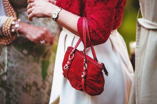 Жительницу Краснознаменска подозревают в ложном сообщении о краже сумки с деньгами