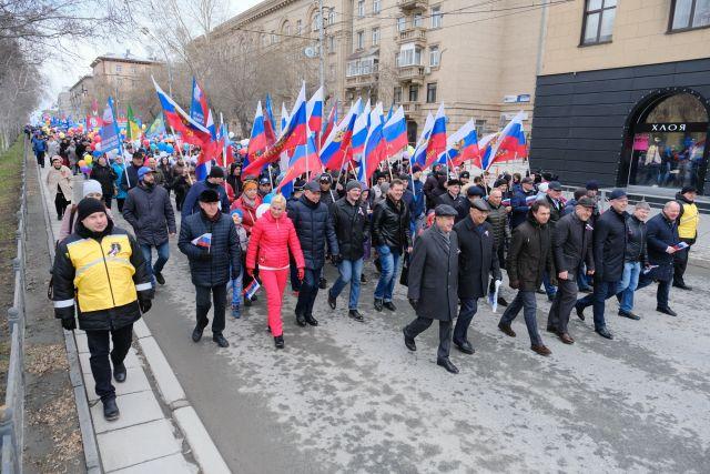 Губернатор принял участие в праздновании для Весны и Труда в Новосибирске