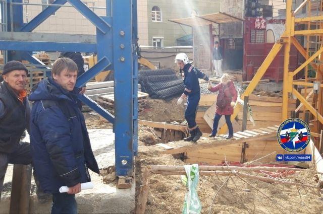 В Новосибирске женщине стало плохо на высоте 20 метров
