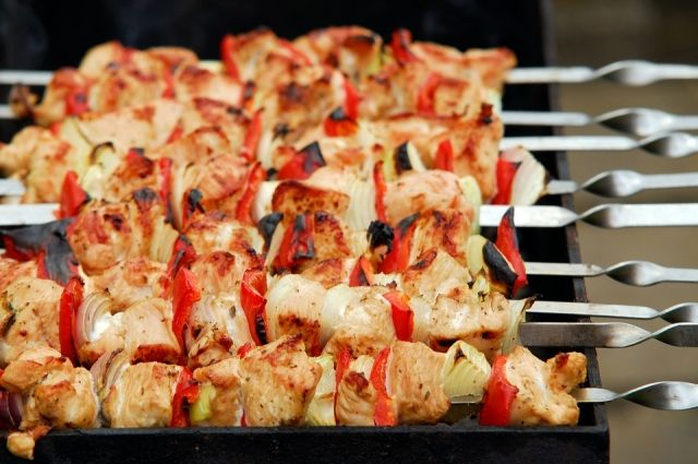 Тюменцам рекомендуют покупать мясо для шашлыка в магазинах