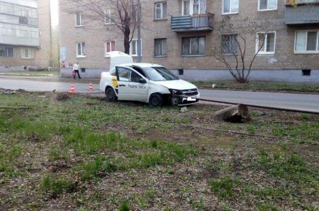 В Оренбурге в ДТП пострадала пассажирка автомобиля такси