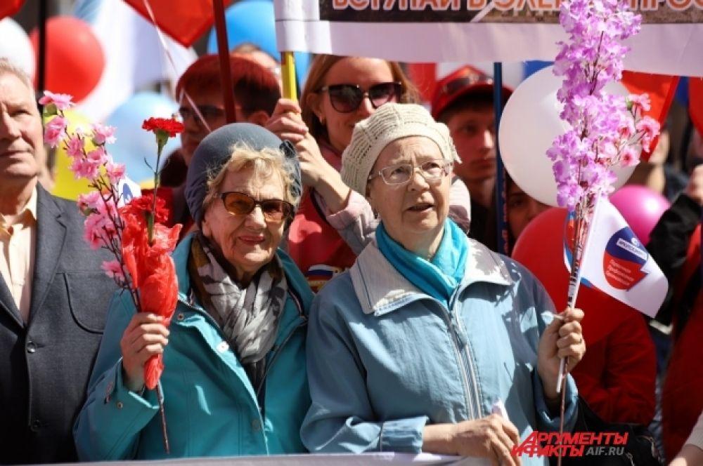 В Иркутске митинг прошел на площади у дворца спорта «Труд» и собрал сотни горожан.