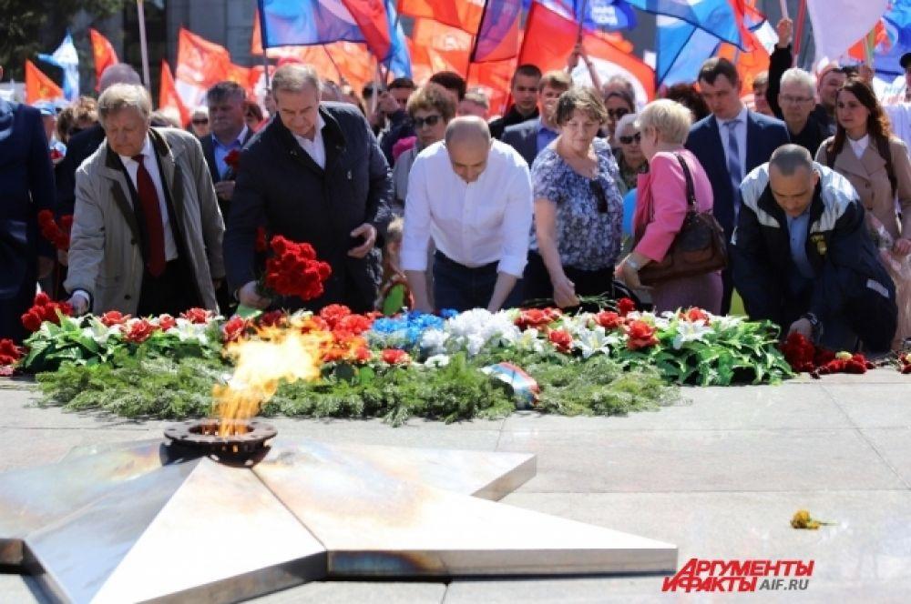 У мемориала «Вечный огонь» состоялось возложение цветов.