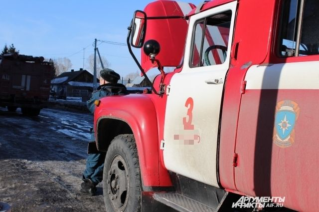 две пожарные машины работали на месте ЧП.