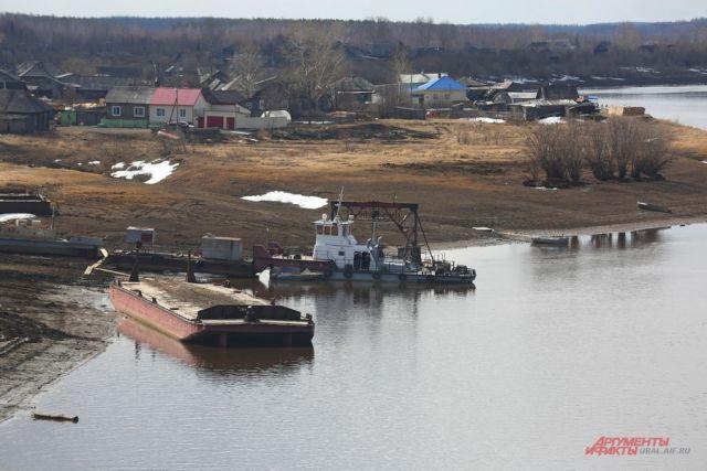 Поселок Гари и река Сосьва в Свердловской области.