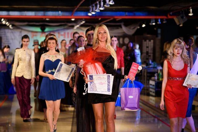 Победившая студентка будет представлять Россию на международном студенческом конкурсе красоты в Сингапуре.