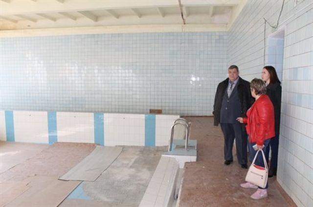 Первым пунктом у мэра стал бассейн «Золотая рыбка».