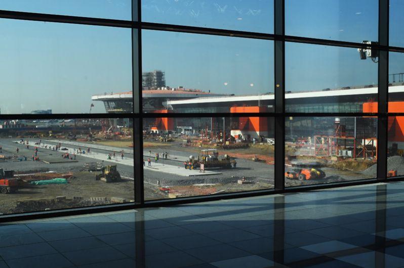 Ремонтные работы на взлетной полосе аэропорта Шереметьево.
