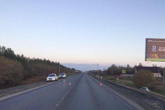 На орской трассе Renault вылетел в кювет, погибла женщина