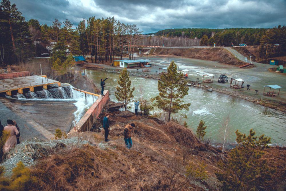 Водопад образовался в середине прошлого века, когда вода прорвала искусственную запруду, в которой местные жители разводили промысловую рыбу.
