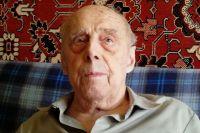 96-летний ветеран всегда встречает День Победы в строю воронежских фронтовиков.