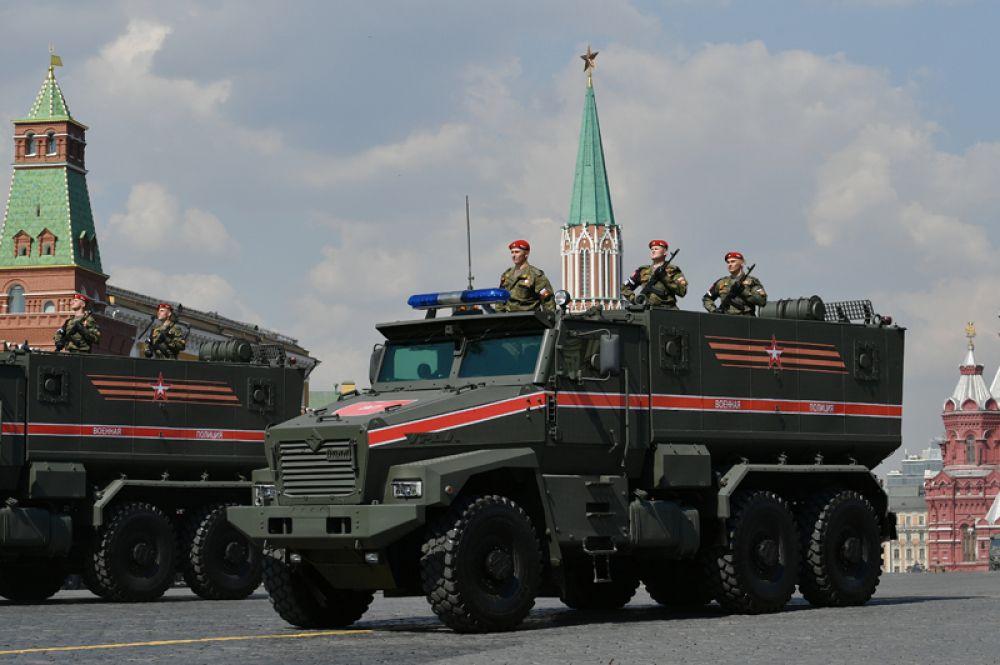 Автомобиль «Урал» военной полиции.