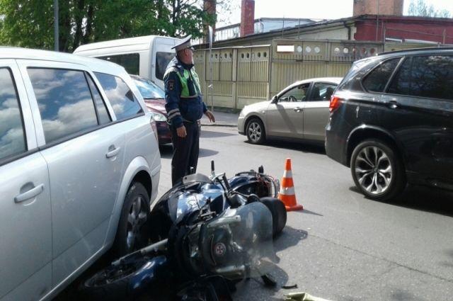 Автоинспекторы ведут проверку по факту очередного ДТП с мотоциклом